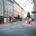 Beispiel einer gelungenen Begegnungszone ist die Griesgasse in der Salzburger Altstadt (Foto Wildbild)