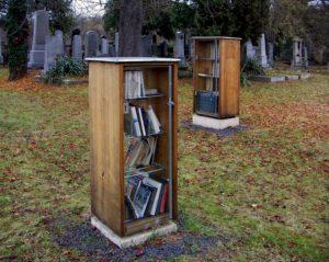 "Clegg & Guttmann: ""Offene Bibliothek"" auf dem Jüdischen Friedhof Krems, 2012. Foto: Public Domain"