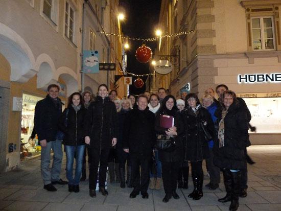 Die Teilnehmerinnen beim Rundgang durch die Welser Innenstadt.