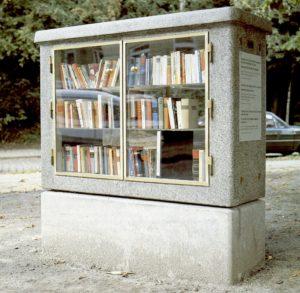 """Clegg & Guttmann: """"Die Offene Bibliothek"""", Hamburg-Barmbek; Installationsansicht. Foto: Claus Friede"""