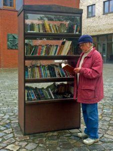 Bücherschrank in Hamburg-Hoheluft. Foto: Claus Friede