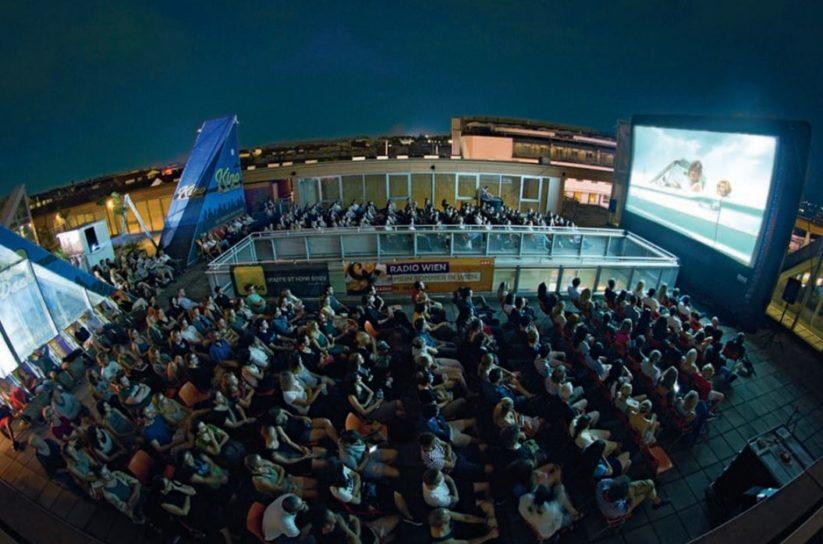 Das Kino am Dach der Hauptbibliothek in Wien zeigt drei Monate lang Filme aus allen Genres