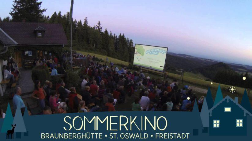 Das Sommerkino in Braunberg findet auf der Alm statt und bietet ein wunderschönes Filmerlebnis.