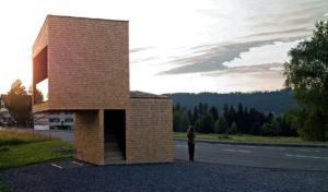 """BUS:STOP. Haltestelle """"Kressbad"""" von Rintala Eggertsson Architects (Norwegen). Foto: © Felix Friedmann, Bregenzerwald Tourismus GmbH"""