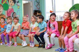 Gesundheitsförderung in Gemeinden beginnt früh. Bereits im Kindergarten z.B. durch spezielle Programme für Bewegung und gesunde Ernährung.