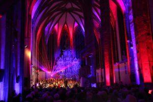 Chorkonzert mit Lasershow zu Weihnachten. Fotos: Gabriele Ottich Quelle: Pixabay (CC0 Creative Commons)