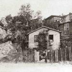 Historische Aufnahmen – Montmartre, Le Maquis, rue Caulaincourt, und Moulin de la Galette, beide 1904. Collection Société d'Histoire Le Vieux Montmartre.