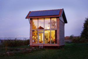 Drehbares Tiny House im niedersächsischen Wendland. Foto: Marc Dietenmeyer