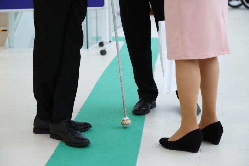 Zero Project Conference: Leitlinien für blinde Menschen helfen bei der Orientierung in der UNO-City ©Pepo Schuster, austrofocus.at