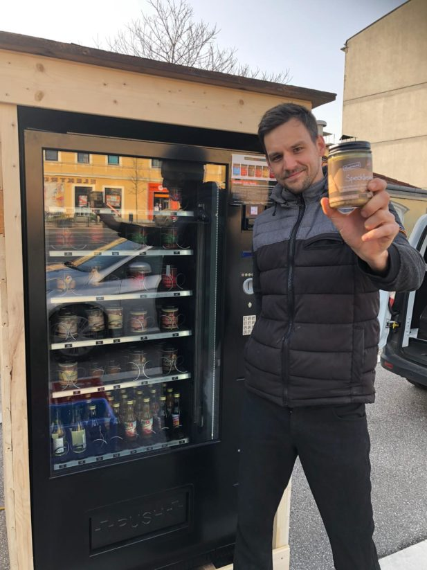 Gasthof Pillgrab wird mit seinem Automaten voller köstlicher Speisen zum Nahversorger in der Krise.