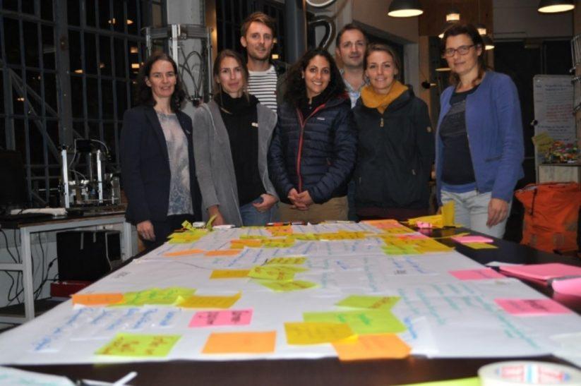 Daniela Limberger und Workshop-Teilnehmer während des Design Thinking Prozess.