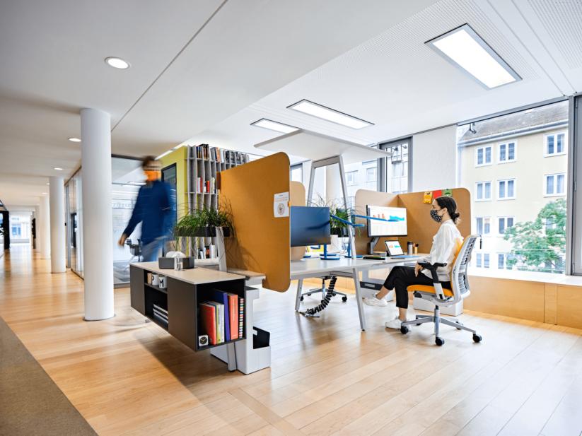Bürogestaltung mit schallabsorbierenden Panelen